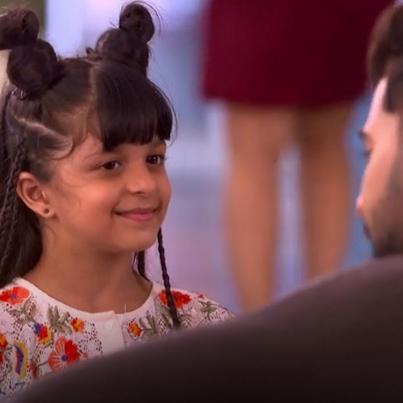 تضيع ابنت براغيا في المطار وتبدأ بالبحث عنها فهل ستجدها ؟ الصدفة تجمع
