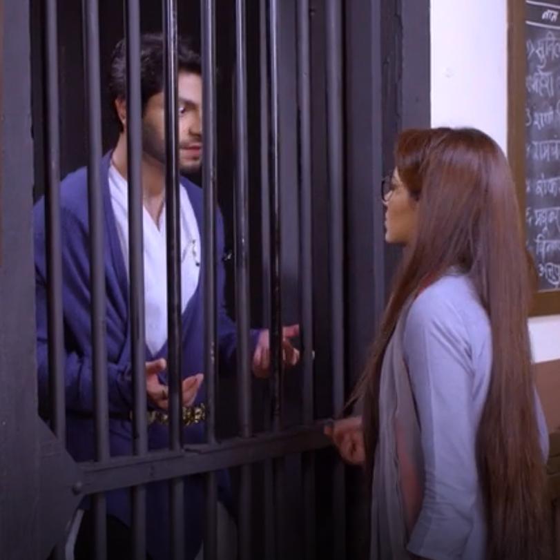 يعترف آبهي لبراغيا بغيرته عليها وحبه ، بينما تحاول براغيا اخراج كينغ م