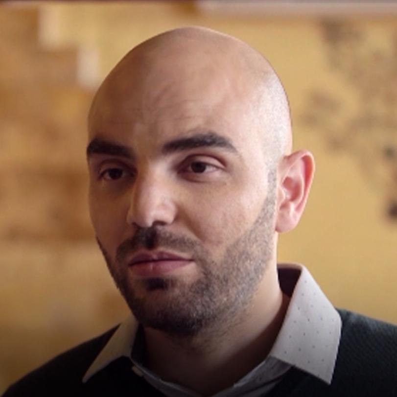 يتحدث المسلسل عن قصتي جمال وياسمينا، شاب وفتاة أردنيين يحاولان البحث ع